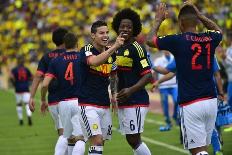 Para pemain Kolombia merayakan gol ke gawang Ekuador pada pertandingan kualifikasi Piala Dunia 2018 di Quito, 28 Maret 2017.