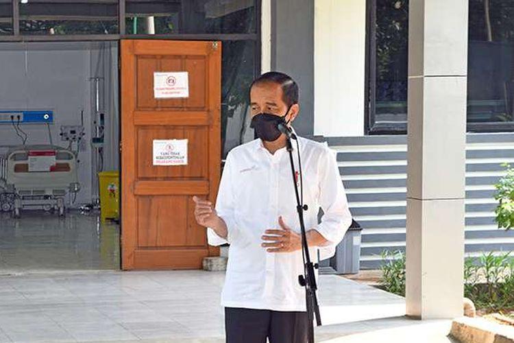 Presiden Joko Widodo berbicara saat meresmikan Asrama Haji Pondok Gede di Jakarta Timur, sebagai tempat isolasi dan perawatan bagi pasien Covid-19, Jumat (9/7/2021) hari ini. Presiden Jokowi menuturkan pemerintah menyiapkan 900 tempat tidur isolasi, 50 ICU (intensive care unit), dan 40 HCU (high care unit) di Asrama Haji Pondok Gede.