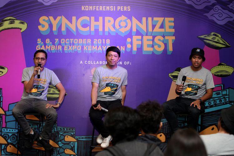 M Riza, Technical Festival Director Synchronize Festival (kiri), David Karto, Festival Director Synchronize Festival (tengah), dan Kiki  Aulia, Program Director Synchronize Festival saat konfrensi pers Syncronize Festival di Jakarta, Rabu (28/3/2018). Gelaran musik Synchronize Festival akan diselenggarakan 5-7 Oktober 2018 mendatang di JI Expo Kemayoran.