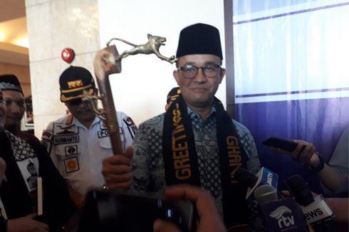 KPK Ingatkan Anies Laporkan Hadiah Tongkat dari Ulama Afrika