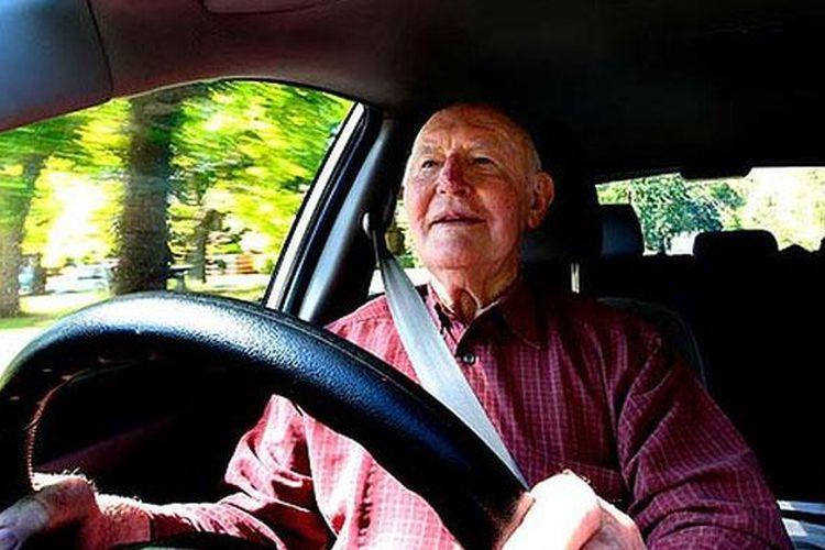 Ilustrasi pengemudi lanjut usia.