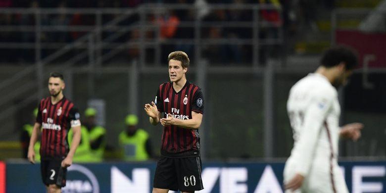 Mario Palasic ketika masih dipinjamkan ke AC Milan pada musim 2016-2017.