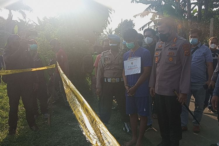 Polres Bogor bersama Polresta Kota Bogor mengungkap dua kasus pembunuhan yang terjadi di dua tempat yakni di Kota Bogor dan Kabupaten Bogor atau tepatnya kawasan Puncak, Jawa Barat, Kamis (11/3/2021).