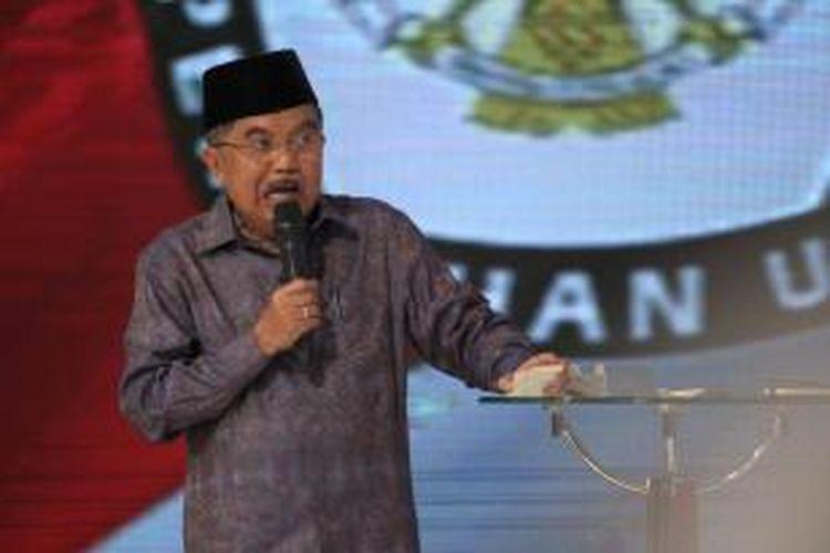 Calon wakil presiden nomor urut 2, Jusuf Kalla saat debat cawapres di Hotel Bidakara, Pancoran, Jakarta, Minggu (29/6/2014). Debat cawapres kali ini mengangkat tema 'Sumber Daya Manusia serta Ilmu Pengetahuan dan Teknologi'.