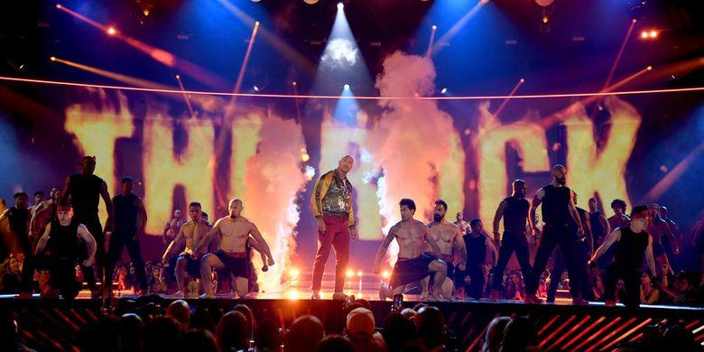 Aktor Dwayne The Rock Johnson ketika menerima MTV Generation Awards pada perhelatan MTV Movie and TV Awards 2019.