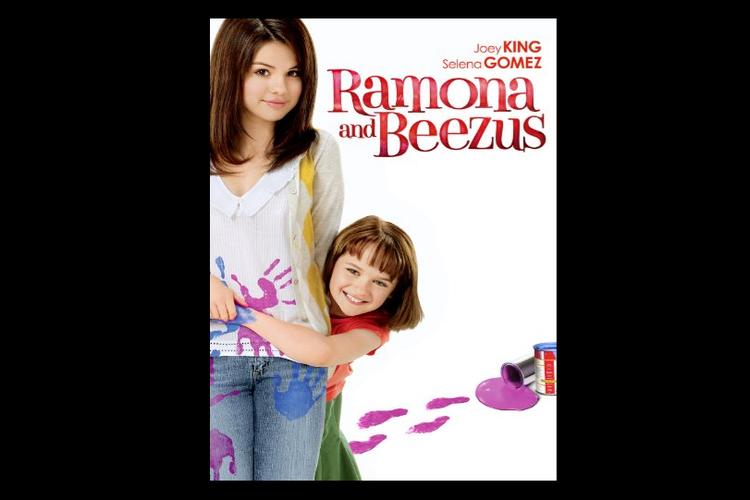 Joey King dan Selena Gomez beradu akting dalam film drama keluarga, Ramona and Beezus (2010).