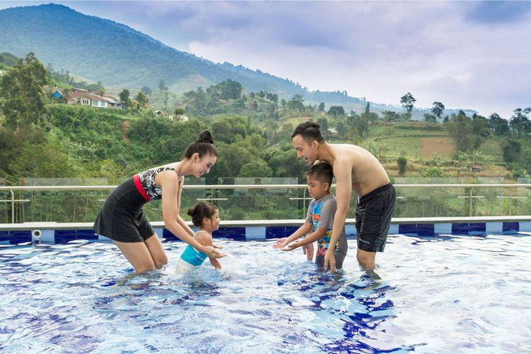 Kolam renang khusus anak tersedia di Le Eminence Hotel.