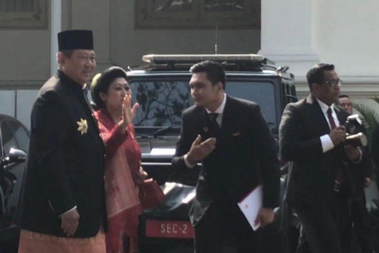 Presiden keenam RI Susilo Bambang Yudhoyono bersama Ani Yudhoyono tiba di istana kepresidenan untuk mengikuti peringatan Detik-detik Proklamasi dalam rangka HUT ke-72 RI, Kamis (17/8/2017).