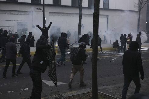 Demo di Perancis Lagi-lagi Berujung Bentrok, 142 Orang Ditangkap Polisi