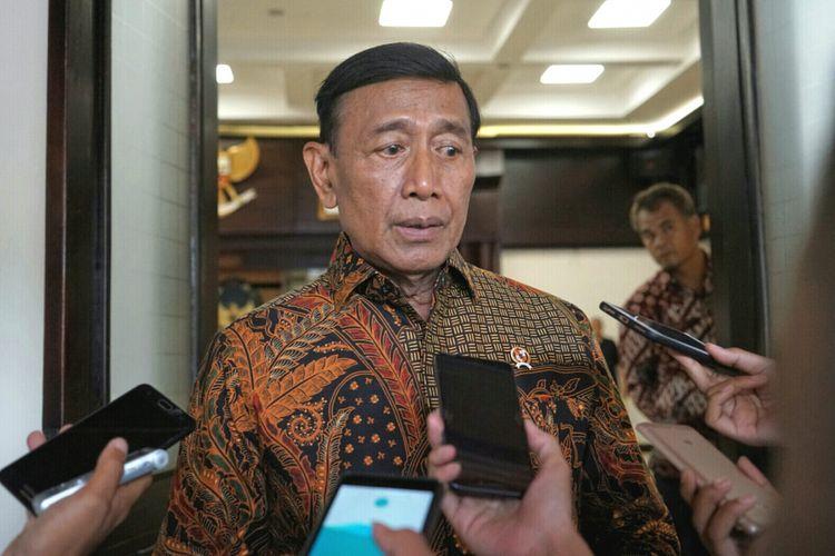 Menteri Koordinator Bidang Politik, Hukum dan Keamanan Wiranto  saat ditemui usai menggelar rapat koordinasi tingkat menteri di Kemenko Polhukam, Jakarta Pusat, Senin (16/10/2017).