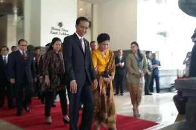 Presiden Jokowi bersama ibu Iriana Widodo.