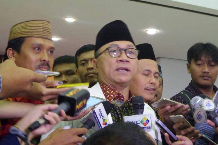 Ketua MPR RI Zulkifli Hasan di Kompleks Parlemen, Senayan, Jakarta, Selasa (2/5/2017).