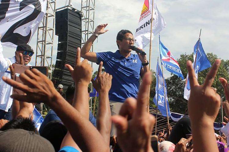Cawapres nomor urut 02 Sandiaga Uno berkampanye terbuka di Kota Sorong, Papua Barat, Rabu (27/3/2019). Sandiaga berjanji akan lebih memperhatikan pembangunan serta perekonomian masyarakat di wilayah Papua jika terpilih pada Pilpres mendatang.