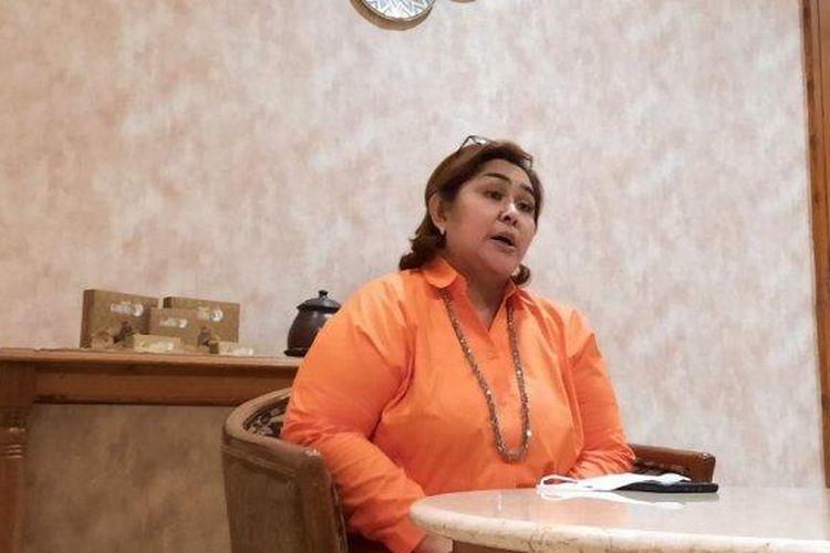 Mantan politisi PAN, Yuni Astuti, saat menyampaikan pengunduran dirinya dari partai berlogo matahari terbit itu, kepada awak media, Rabu (21/4/21) petang.