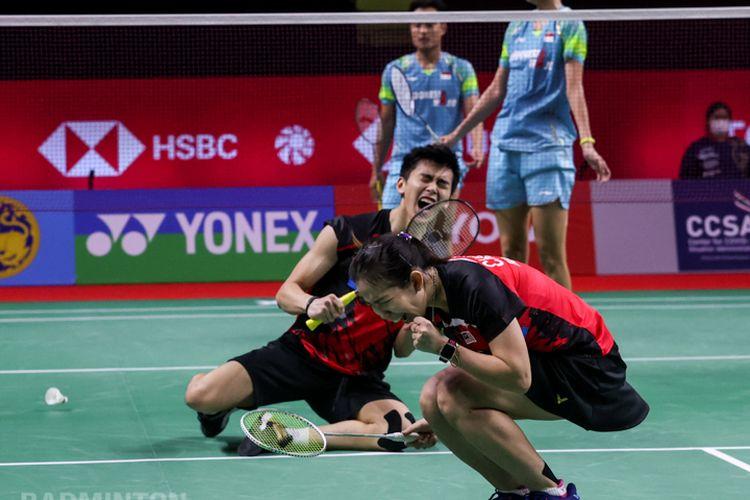 Ekspresi pasangan ganda campuran Malaysia Hoo Pang Ron/Cheah Yee See usai mengalahkan Hafiz Faizal/Gloria Emanuelle Widjaja di perempat final Thailand Open 2021.