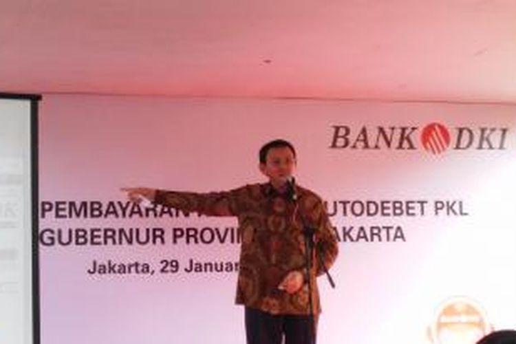 Gubernur DKI Jakarta Basuki Tjahaja Purnama saat memberikan sambutan dalam peresmian pembayaran autodebet bagi pedagang kaki lima (PKL), di Gunung Sahari, Jakarta Pusat, Kamis (29/1/2015).