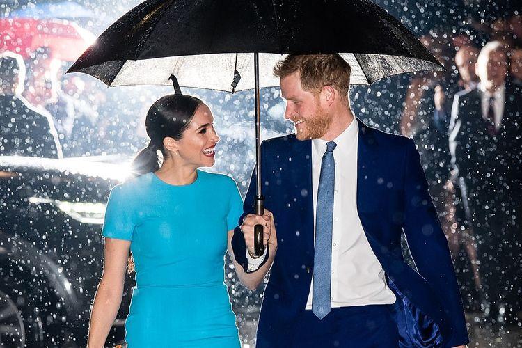 Foto romantis Pangeran Harry dan Meghan Markle.