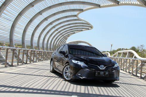 Tes Toyota Camry Hybrid Terbaru dari Banyuwangi ke Bali [VIDEO]