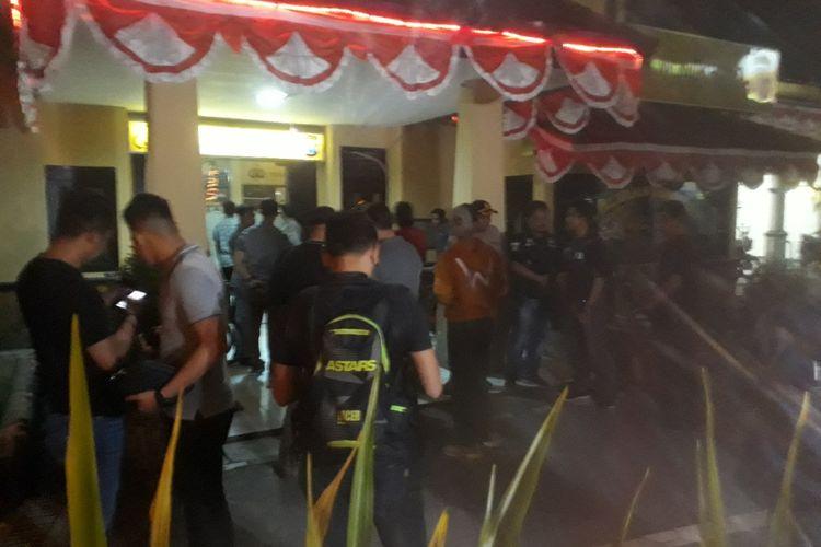 Polsek Wonokromo Surabaya disterilkan pasca penyerangan anggota polisi, Sabtu (17/8/2019)