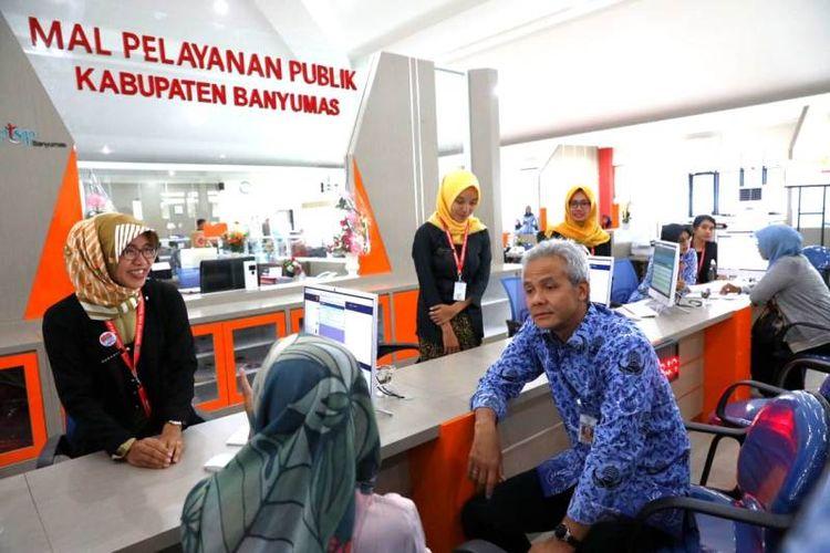 Gubernur Jateng Ganjar Pranowo mengunjungi Mal Pelayanan Publik di Kabupaten Banyumas, Kamis (17/1/2019).