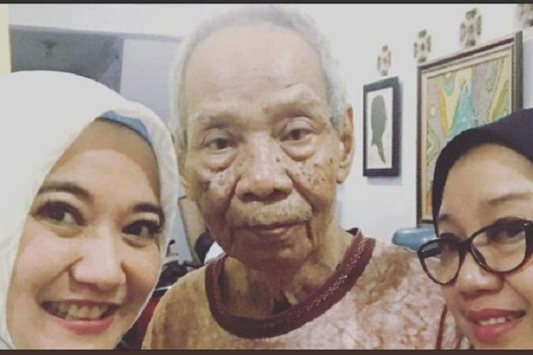 Komedian Rachmana atau yang lebih dikenal sebagai Nana Krip (tengah) meninggal dunia pada Rabu (20/2/2019).