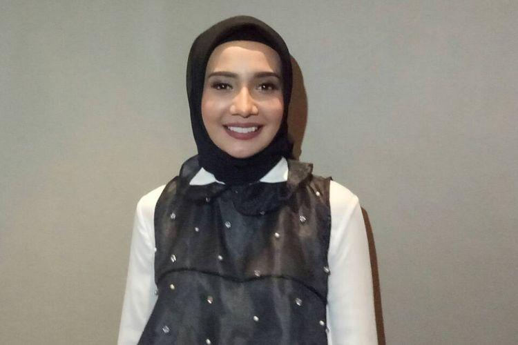 Zaskia Sungkar diabadikan saat ditemui di Hotel Gran Mahakam, Jakarta Selatan, Sabtu (13/5/2017).