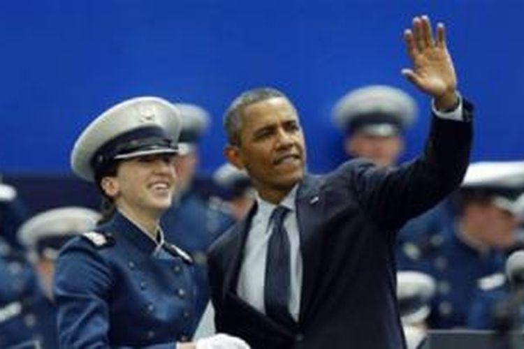 President Obama menghadiri upacara wisuda para kadet di Akademi Angkata Udara AS di Colorado. Kadet muslim AS harus menjalani latihan fisik keras setiap hari.