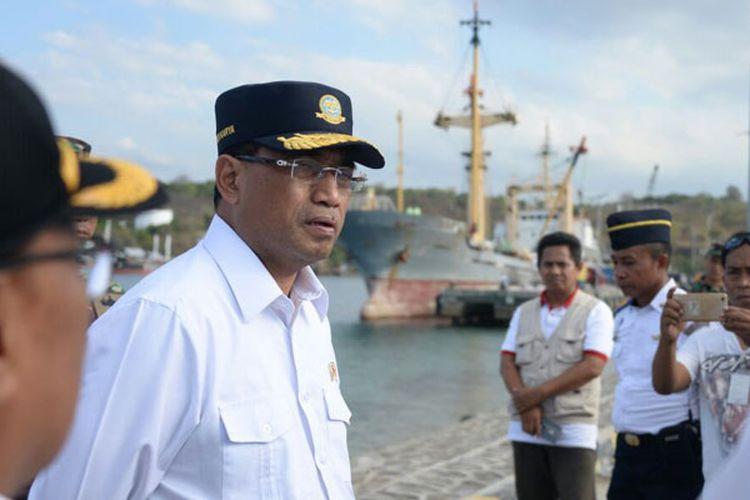 Menhub Budi Karya Sumadi berkunjung ke Pelabuhan Laut Badas di Sumbawa Besar, NTB, Minggu (26/8/2018).