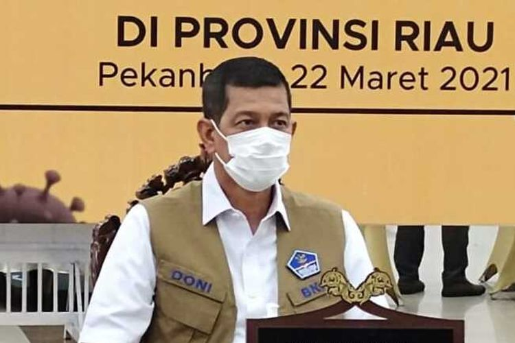 Kepala BNPB Doni Monardo saat memimpin rapat koordinasi penanganan Covid-19 di Gedung Daerah Riau di Kota Pekanbaru, Kamis (22/4/2021).