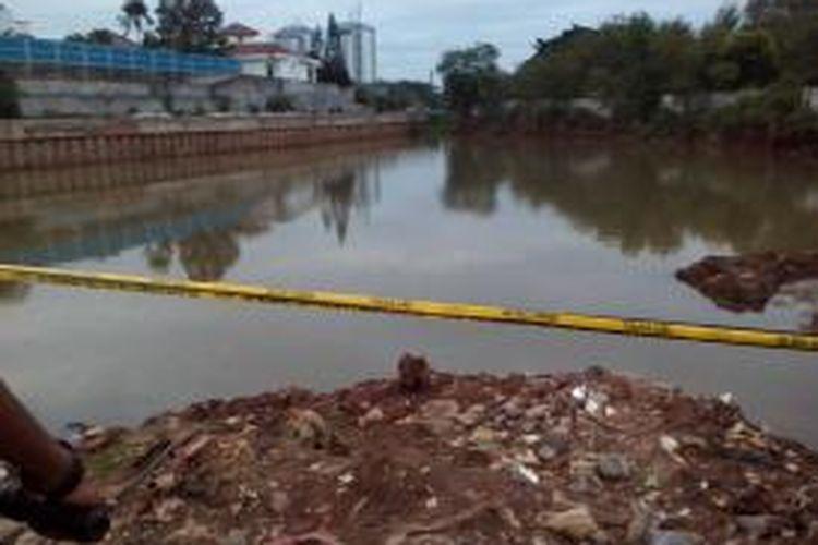 Lokasi kejadian tenggelamnya empat anak di Kali Bedek, Kedoya, Jakarta Barat, Minggu (30/11/2014)