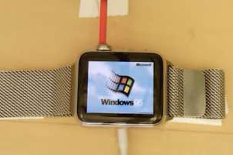 Pengembang apliasi Nick Lee mengoprek Apple Watch dan mengganti sistem operasinya dengan Windows 95