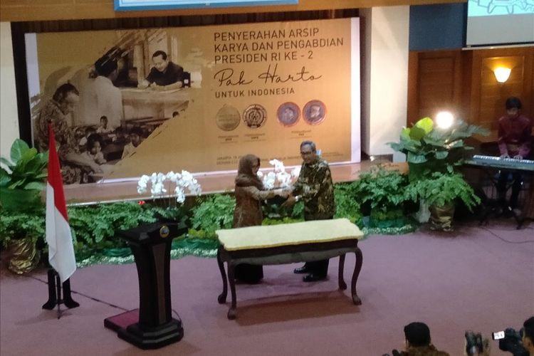 Tutut Soeharto dan Plt Kepala ANRI, Sumrahyadi di Gedung ANRI, Jalan Ampera Raya, Pasar Minggu, Jakarta Selatan, Kamis (18/7/2019)