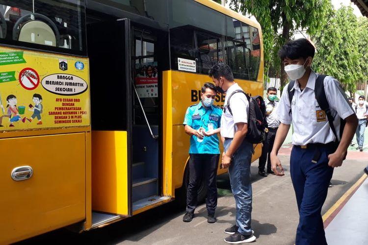 Sebanyak 16 unit bus sekolah tersedia pagi para siswa yang mengikuti Pembelajaran Tatap Muka (PTM) Terbatas di Jakarta Utara.