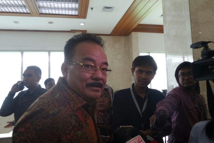 Bendahara Umum Partai Golkar Robert Joppy Kardinal di Kompleks Parlemen, Senayan, Jakarta, Kamis (6/7/2017).