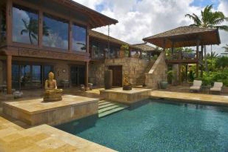 Hale 'Ai Kai adalah penginapan bergaya Bali di Hawaii. Penginapan ini memiliki pemandangan ke Pantai Secret Beach, Kauai.