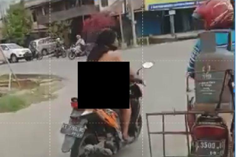 Aksi YG berkendara tanpa busana terekam video saat melintas di simpang empat Sempaja menuju Jalan Wahid Hasym II, Samarinda, Senin (9/9/2019)