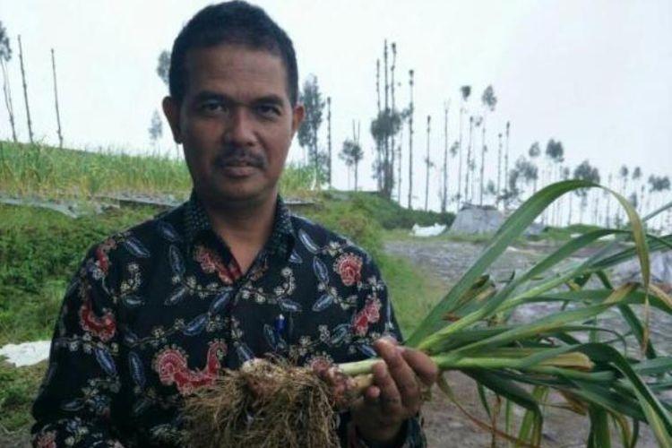 Direktur Jenderal Hortikultura, Suwandi saat melakukan program swasembada bawang putih.