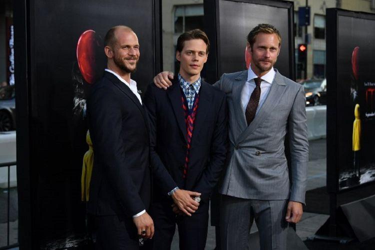 (Dari kiri ke kanan) Aktor Gustav Skarsgard, Bill Skarsgard dan Alexander Skarsgard menghadiri pemutaran perdana film horor It di TCL Chinese Theatre, Hollywood, California, pada 5 September 2017.