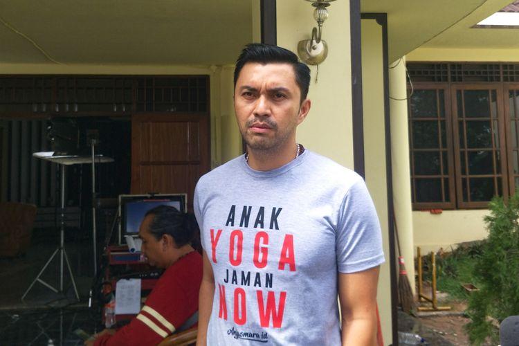 Artis peran Anjasmara saat ditemui di lokasi shooting Anak Langit di kawasan Cipayung, Jakarta Timur, Kamis (3/1/2019).