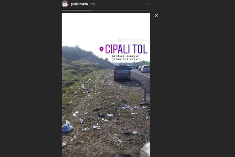 Sampah di sepanjang pinggir jalan Tol Cipali yang dibagi oleh @ganjarmasin.
