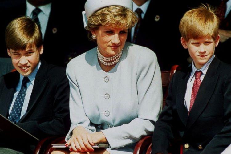 Putri Diana dan kedua putranya, Pangeran William dan Pangeran Harry.