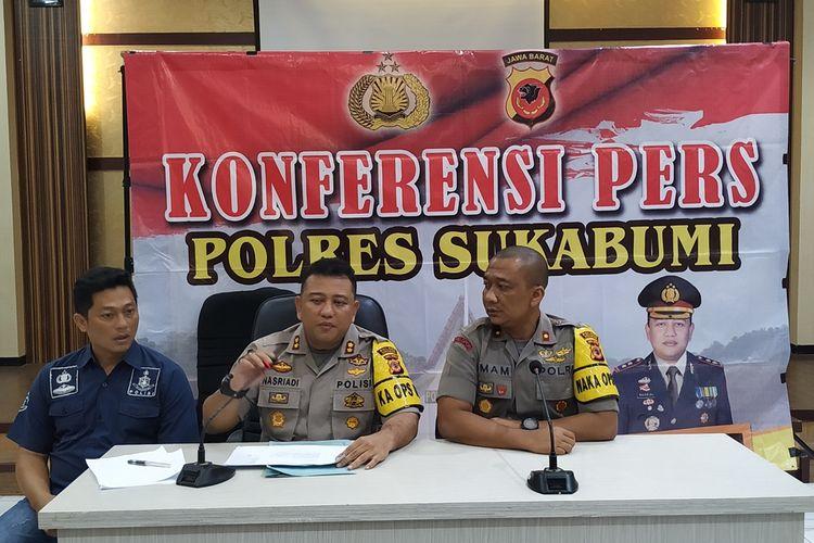 Kepala Polres Sukabumi AKBP Nasriadi (tengah) saat konferensi pers di Palabuhanratu, Sukabumi, Jawa Barat,Rabu (28/8/2019).