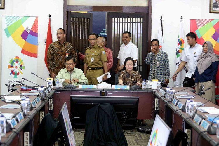 Wakil Presiden Jusuf Kalla bersama sejumlah menteri dan pejabat daerah melakukan rapat koordinasi di Wisma Serbaguna, Senayan, Jakarta, Senin (19/2/2018).