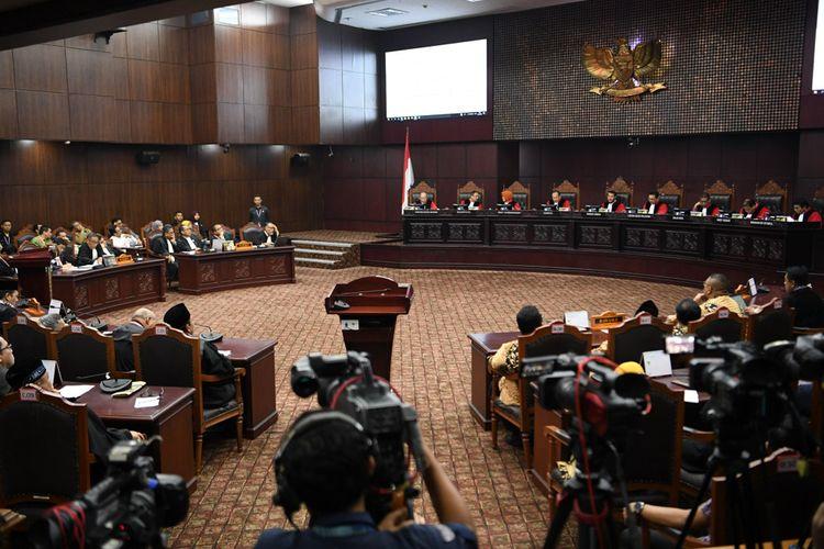 Suasana sidang Perselisihan Hasil Pemilihan Umum (PHPU)  Presiden dan Wakil Presiden 2019 di Gedung Mahkamah Konstitusi, Jakarta, Kamis (27/6/2019). Sidang tersebut beragendakan pembacaan putusan oleh majelis hakim MK.