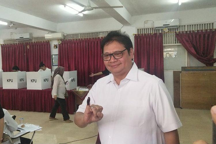 Menteri Perindustrian Airlangga Hartarto di TPS 005, Kebayoran Baru, Jakarta Selatan, Rabu (17/4/2019).