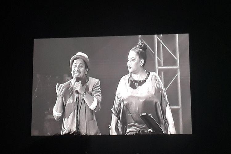Tompi dan Bertha beraksi dalam konser #TNDMT Glenn Fredly untuk Slank yang diselenggarakan di Gandaria City Hall, Jakarta Selatan, Sabtu (30/9/2017).