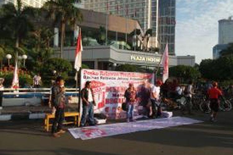 Kegiatan kampanye politik yang dilakukan kelompok Bara JP, di Bundaran HI, Jakarta, Minggu (5/4/2015). Kelompok ini menyatakan dukungannya terhadap Gubernur DKI Jakarta Basuki