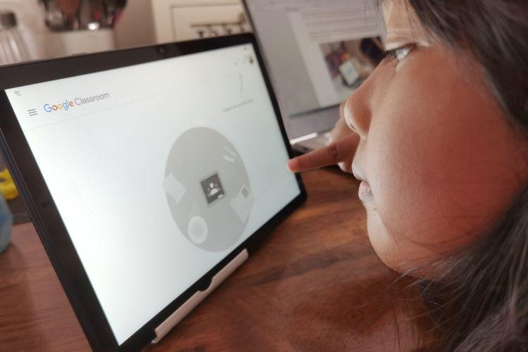 Tablet Huawei menggunakan ultimate design dengan tampilan layar penuh, tapi ringan dan mudah dibawa ke mana saja.