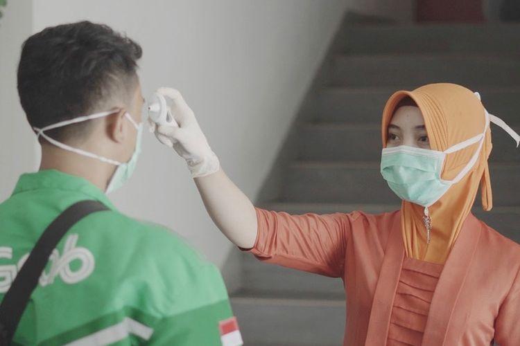 GrabKitchen secara rutin memeriksa suhu tubuh semua orang yang memasuki area GrabKitchen. Alat ukur suhu tubuh (thermo gun) itu pun tersedia di seluruh lokasi GrabKitchen, yang tersebar di wilayah Jakarta, Bogor, Tangerang, Depok, Bandung, Surabaya, Medan, dan Bali.