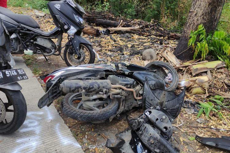 Sepeda motor korban kecelakaan di kawasan Sigar Bencah, Tembalang, Kota Semarang pada Kamis (9/9/2021).